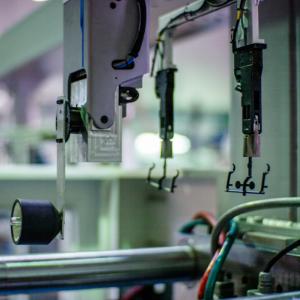 Presse à injecter et injection plastique Ixemer